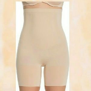 NWOT Nude full length Assets by Spanx.